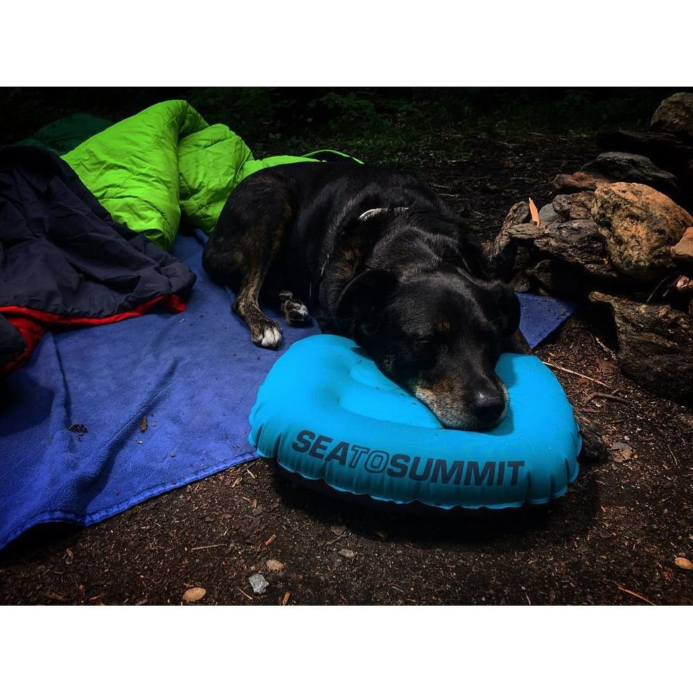 Подушка надувная Sea to Summit Aeros Ultralight Pillow Large teal/grey на земле-1