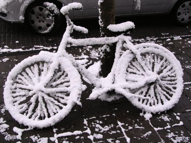 Картинки по запросу велосипед в снегу